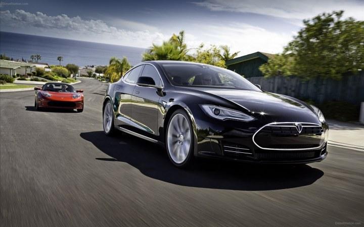 Tesla-Model-S-Race